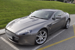 Aston Martin Vantage V8 2006 ipod upgrade 001