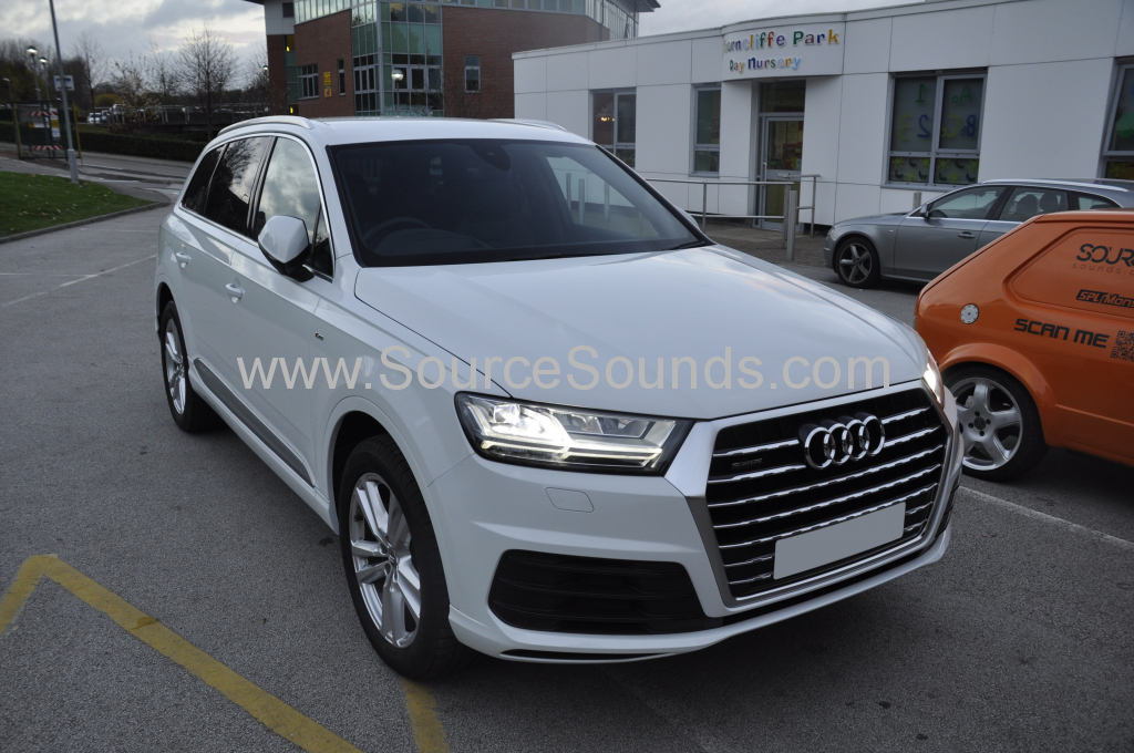 Audi Q7 2015 rear entertainment Rosen 001
