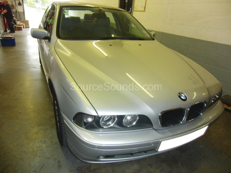 bmw-5-series-e39-2002-screens-001