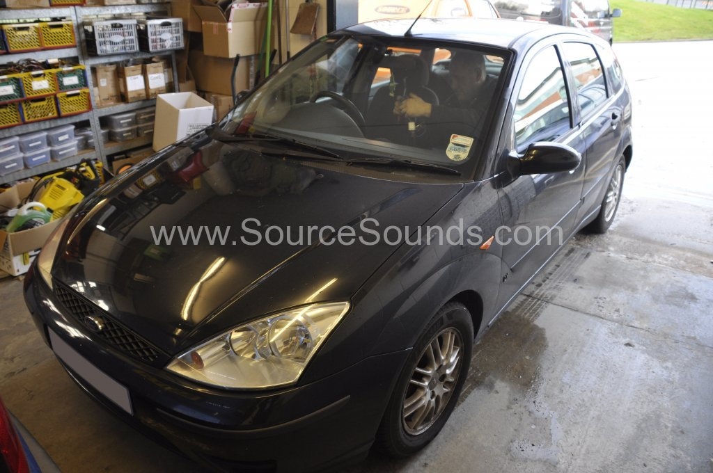Ford Focus 2001 stereo upgrade 001