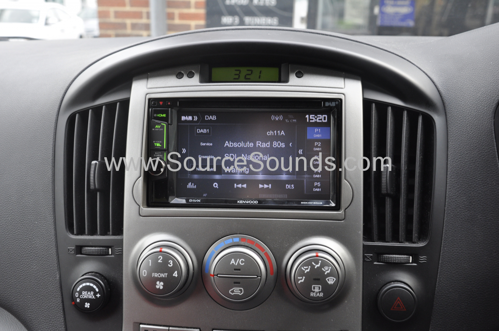 Hyundai i800 2011 DAB upgrade 004