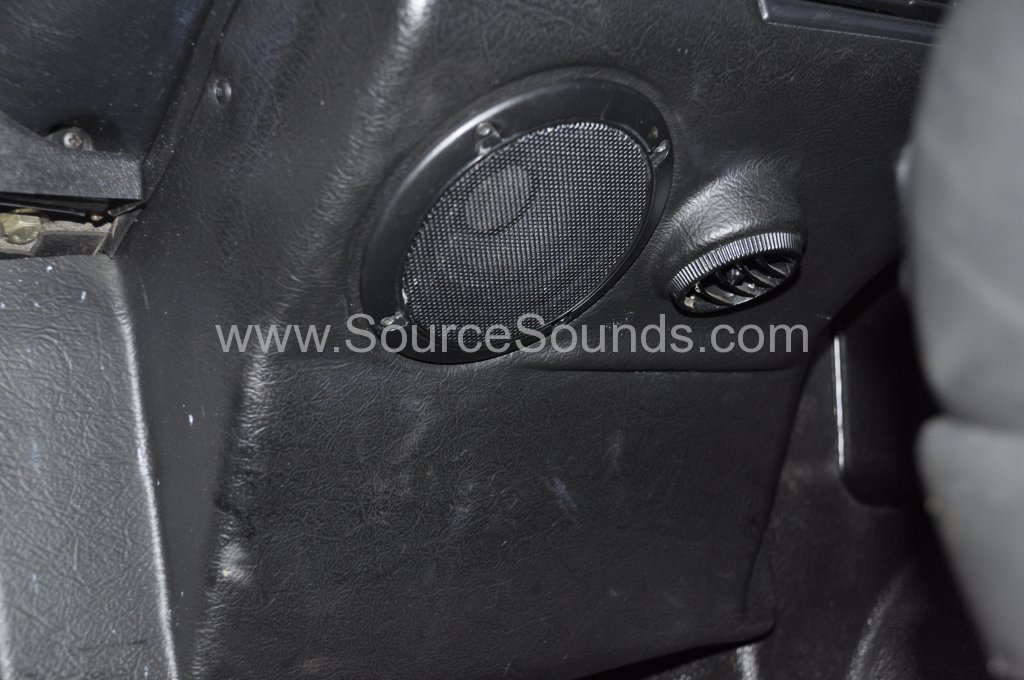 Landrover Defender audio upgrade 005