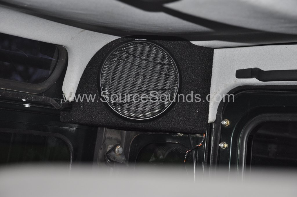 Landrover Defender audio upgrade 011
