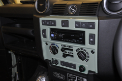 Landrover Defender Heritage 2015 audio upgrade 004
