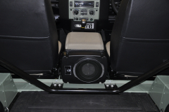 Landrover Defender Heritage 2015 audio upgrade 009