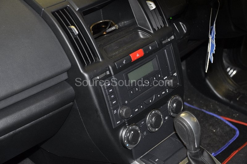 landrover-freelander-2-2012-double-din-navigation-upgrade-001