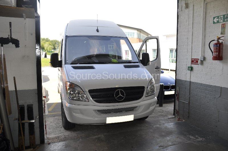 mercedes-sprinter-2008-stereo-upgrade-001