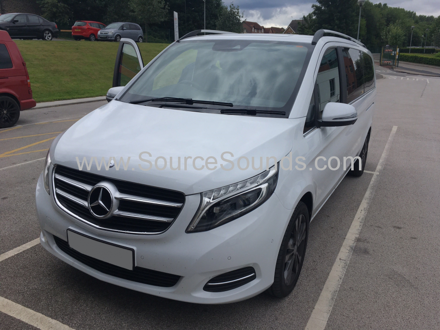 Mercedes Viano 2017 DVD roof screens 001