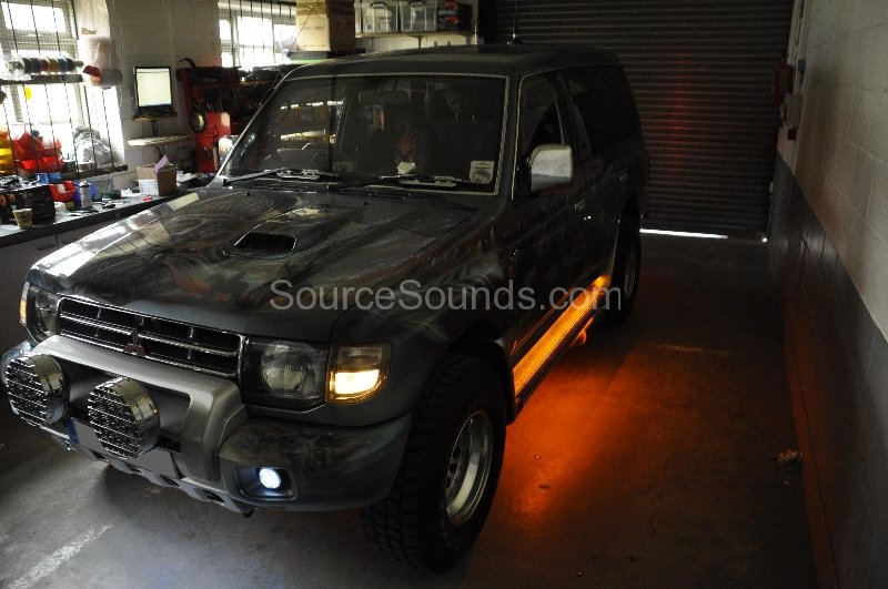mitsubishi-shogun-1998-underfloor-lighting-004