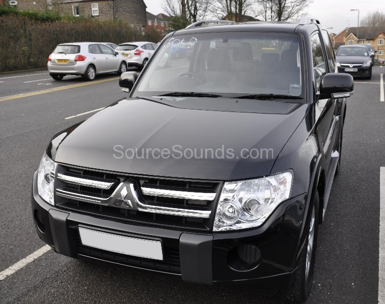 mitsubishi-shogun-2011-reverse-camera-upgrade-001