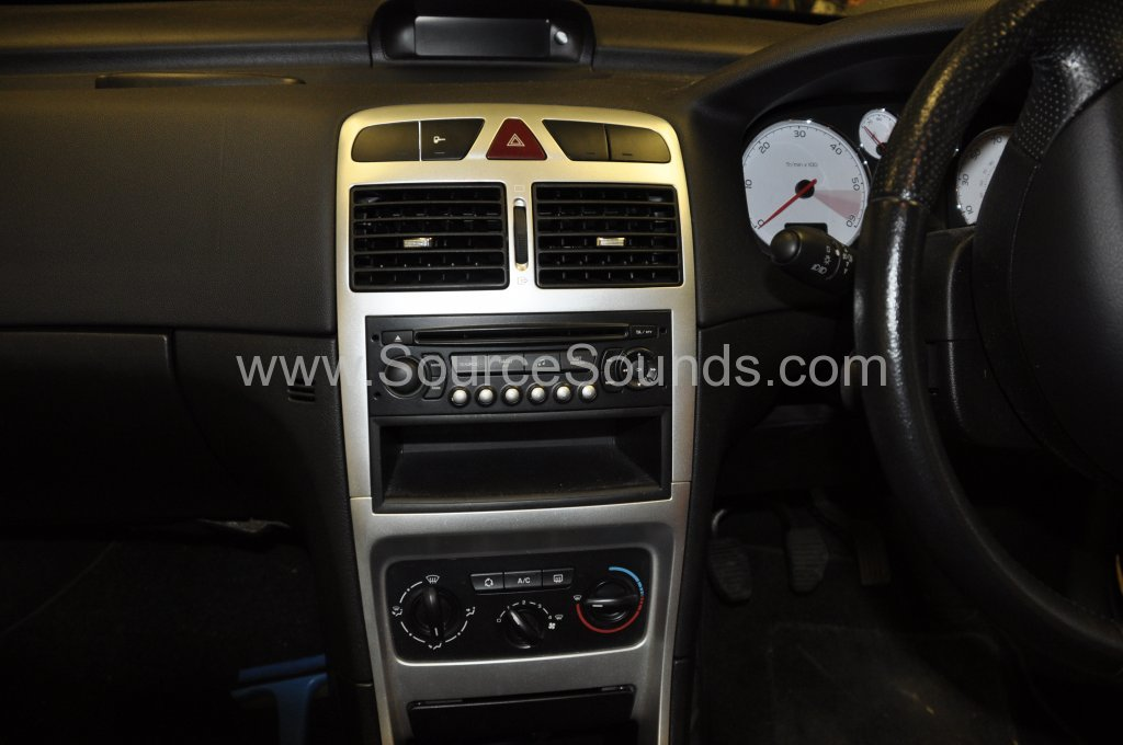 Peugeot 307 2007 DAB stereo upgrade 003