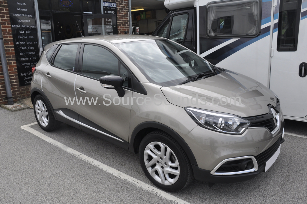 Renault Captur 2015 reverse camera mirror 001