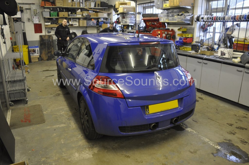 Renault Megane 2006 stereo upgrade 002