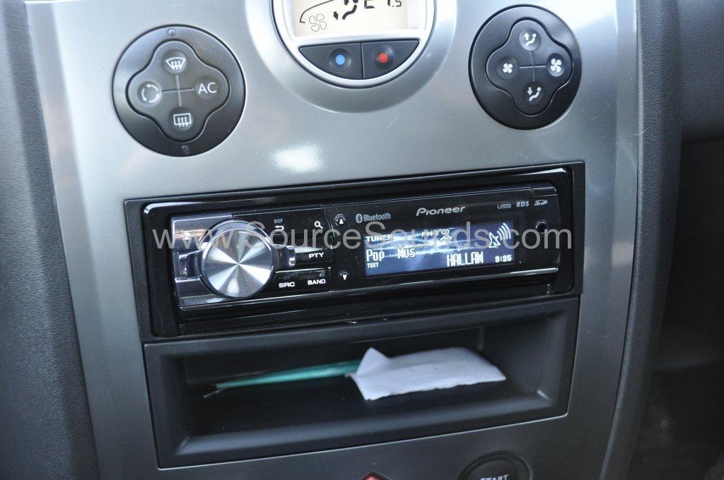 Renault Megane 2006 stereo upgrade 004