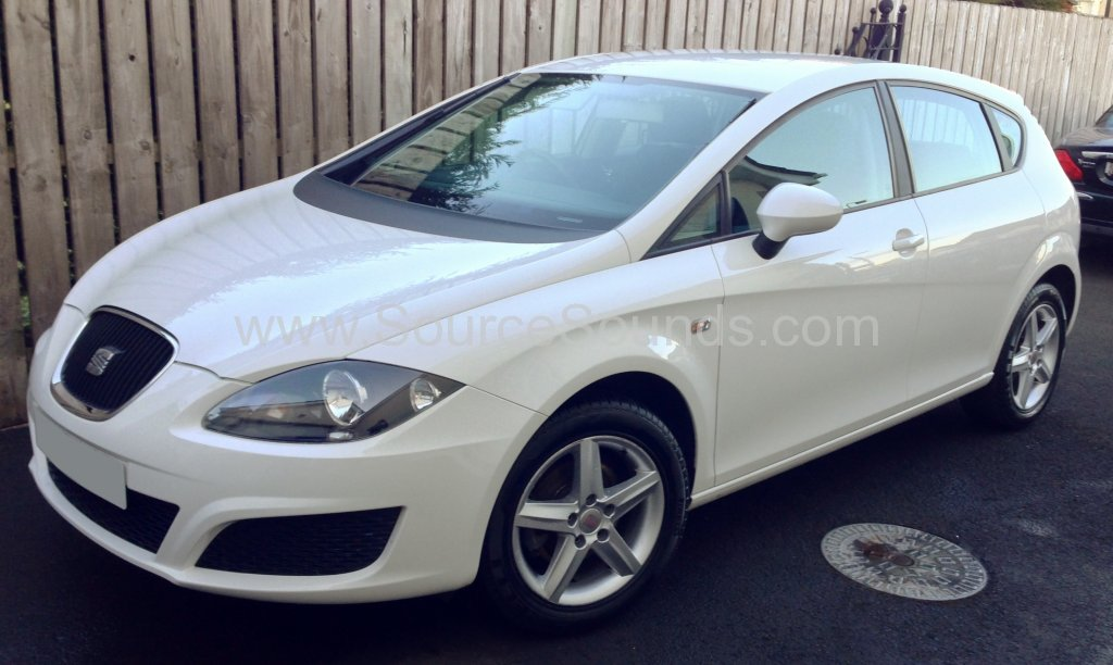 Seat Leon 2010 audio upgrade 001.JPG