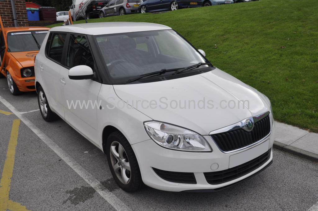 Skoda Fabia 2011 rear parking sensors 001