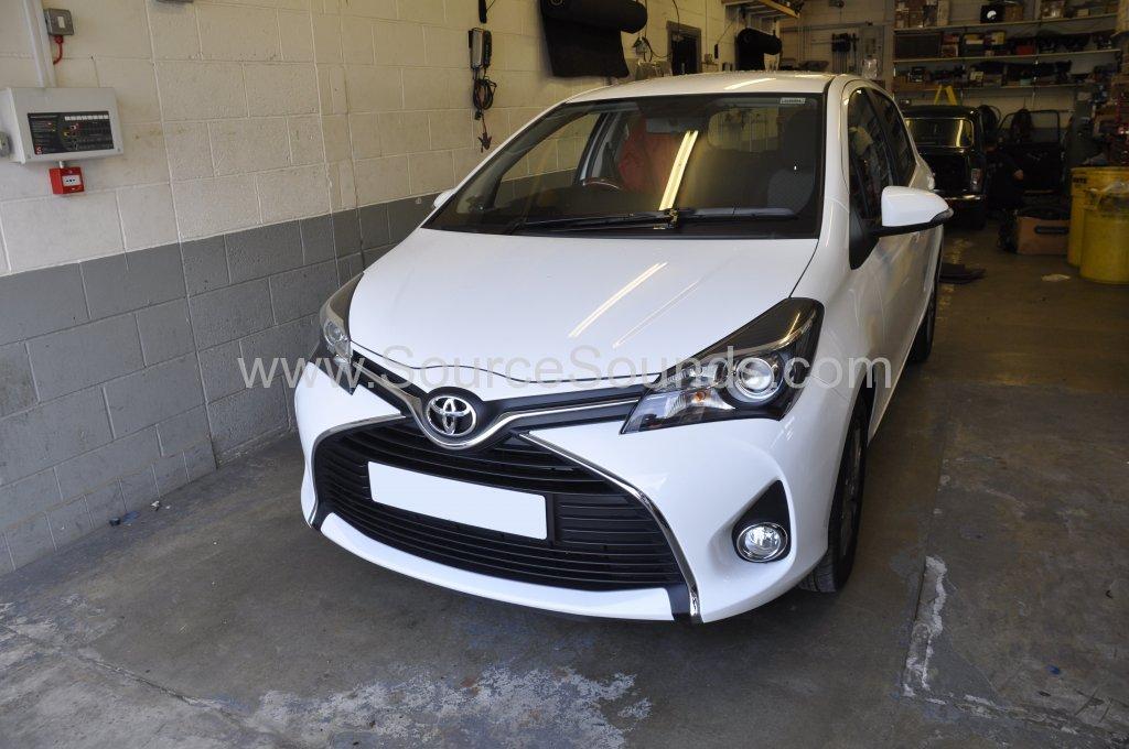 Toyota Yaris 2015 rear parking sensors 001