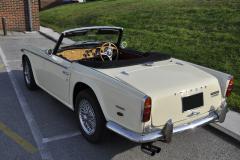 Triumph TR250 1968 audio upgrade 002