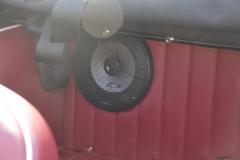 Triumph TR250 1968 audio upgrade 010