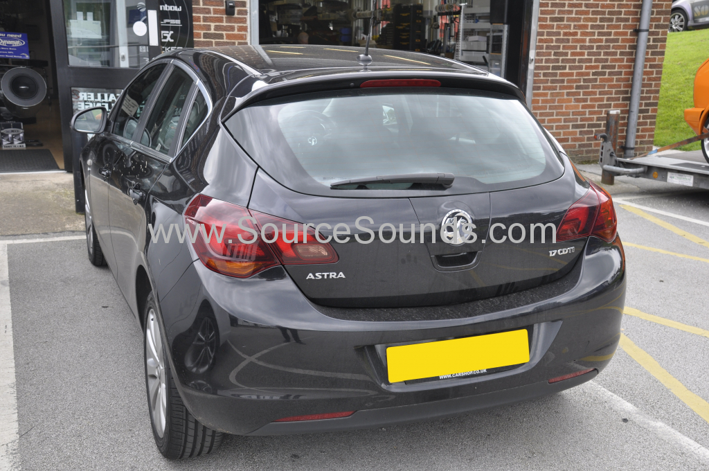 Vauxhall Astra 2010 DAB upgrade 002