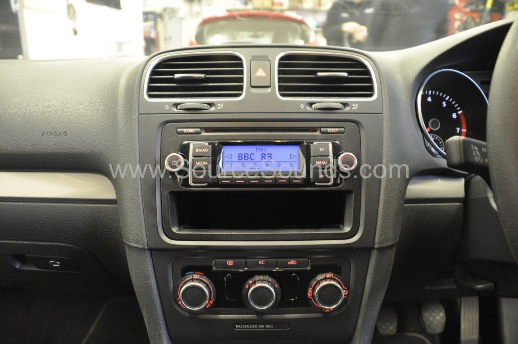 VW Golf 2009 DAB stereo upgrade 002.JPG