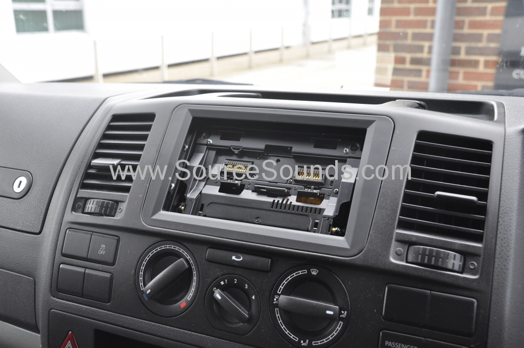 VW T5 2012 DAB screen upgrade 011
