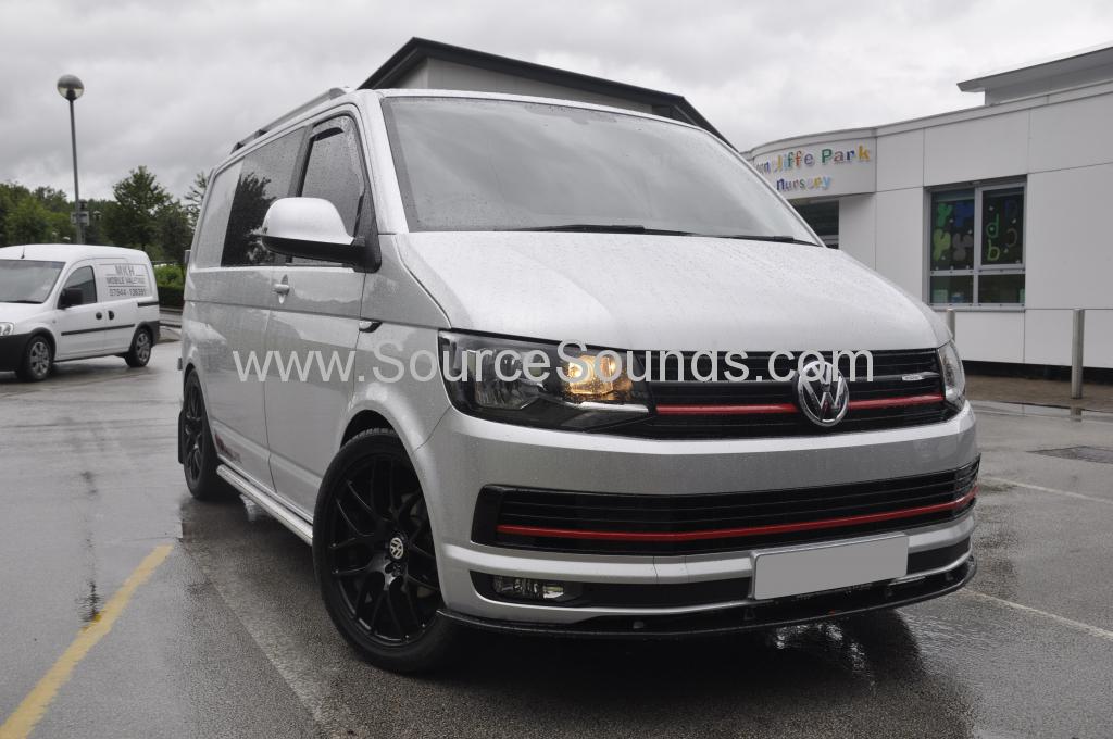 VW Transporter T6 2015 Alpine DVD roof screen 001