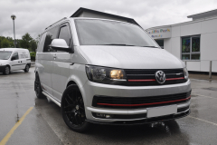 VW Transporter T6 2015 Alpine DVD roof screen 001